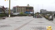 南门广场地面破损严重 市民呼吁尽快修缮-4月19日