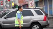 平罗民警上班路上遇堵车 冒雨疏导交通暖人心