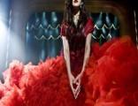范冰冰巨型血裙造型亮相