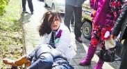 张韶涵母亲当街与人打架 扯掉对方头发