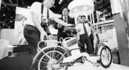 [人民日报]电动自行车岂能一禁了之 考验政府大考题