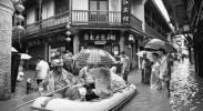 凤凰古城遇超历史洪水 木质结构风雨桥被冲垮