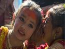 """尼泊尔女孩举行集体婚礼嫁给""""贝尔""""果"""