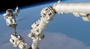 NASA宇航员走出开放太空 对国际空间站进行技术维护