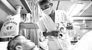 90后男护士为ICU病人绘漫画卡 暖心举动引网友点赞