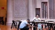 截瘫女孩参加古筝比赛:父亲全程举琴架