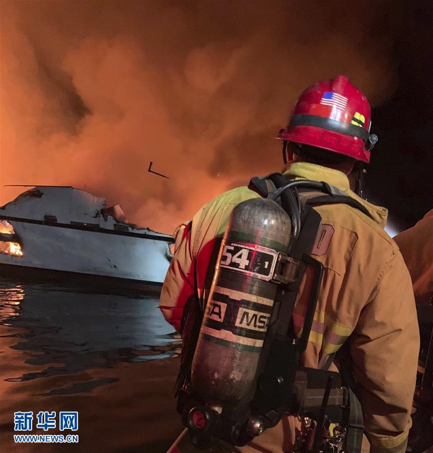 (国际)美国加州南部一船只失火 有人伤亡