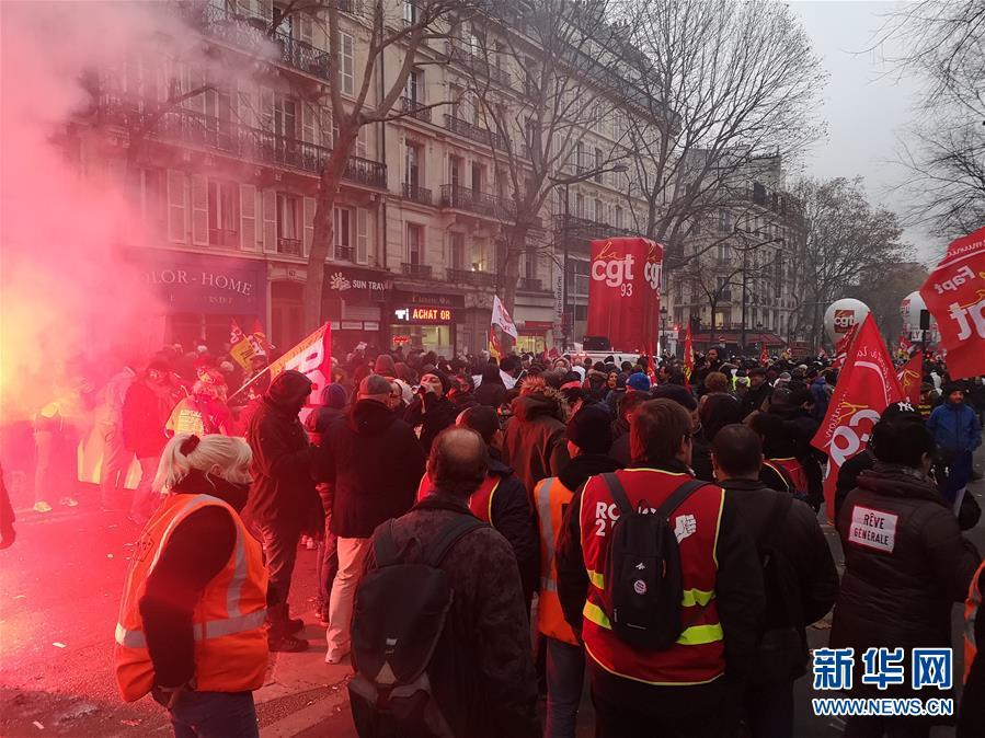 (国际)(3)法国爆发全国大罢工 上百名暴力示威者被逮捕