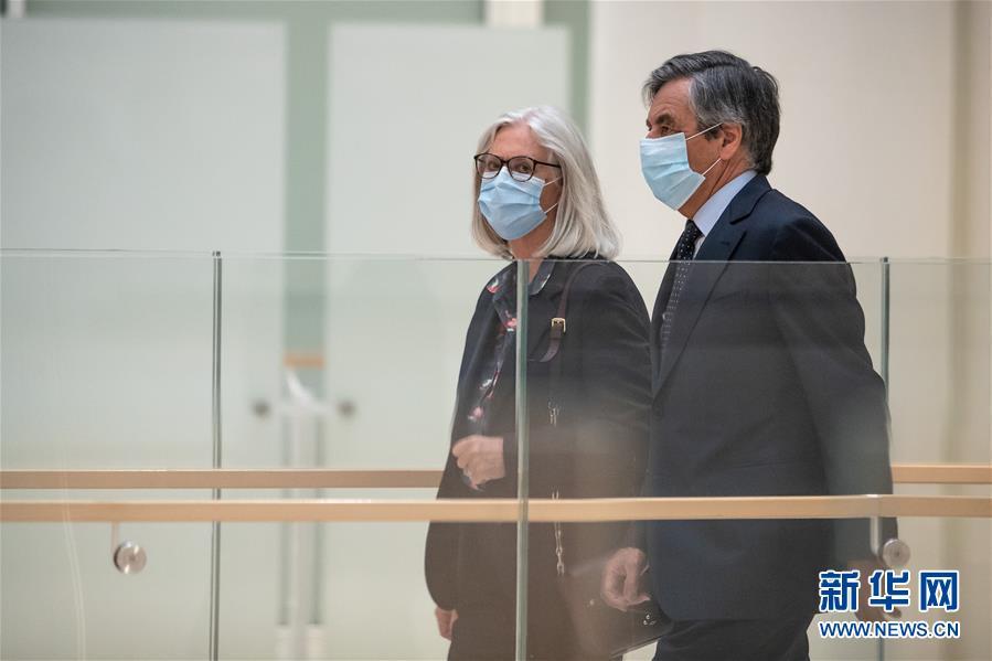 """(国际)(2)法国前总理菲永夫妇因""""空饷""""案获刑"""