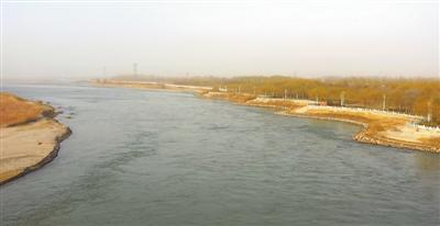 <p>  黄河古城湾砌护段风光秀美。</p>