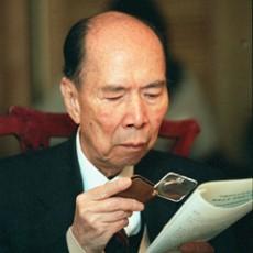 马万祺:坚持不懈投身爱国爱澳事业的楷模