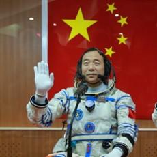 """航天员景海鹏:""""我非常渴望再上一次太空"""""""