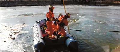 众人勇救5名落水男童 这一刻 你们每个人都是英雄