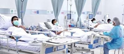 泰国获救足球队少年在医院治疗(图)