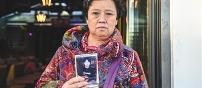 大学生为圆歌手梦失踪16年 母亲寻子奔波全国各地