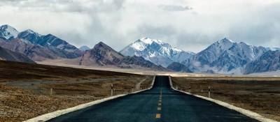 西藏公路通车总里程突破9万公里