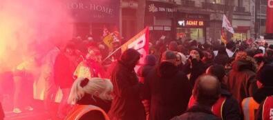 法国爆发全国大罢工 上百名暴力示威者被逮捕