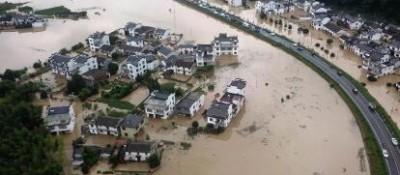 安徽:强降雨致42万多人受灾 有400多年历史的镇海古桥被洪水冲毁
