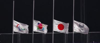 东京残奥会赛场为罗格下半旗致哀