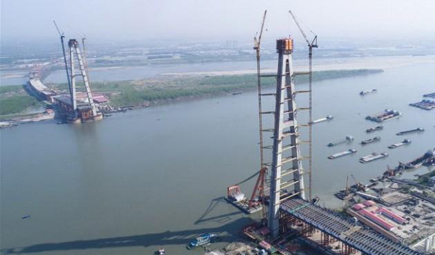 武汉青山长江大桥建成世界最高A型桥塔