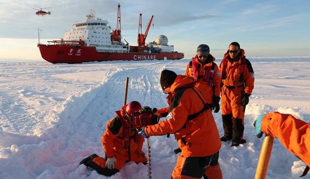 """冰山雪海探南极——""""雪龙""""号第35次南极科考航行记"""