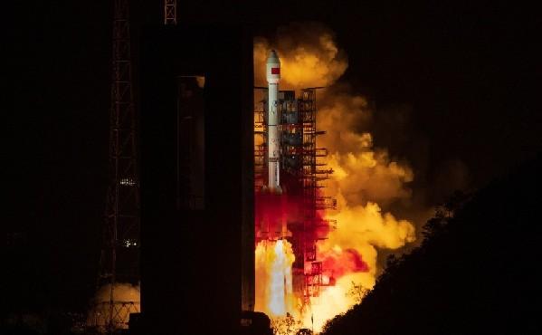 我國成功發射第二代數據中繼衛星系統首星