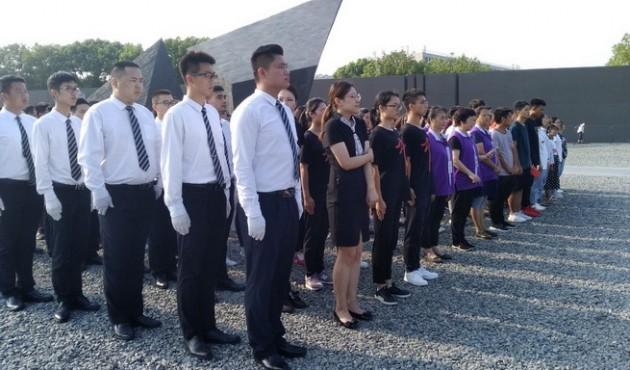 南京举行升旗仪式纪念抗战胜利74周年 缅怀遇难同胞