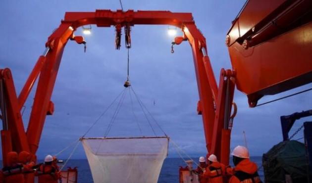 中国南极考察队首次在宇航员海展开综合科考