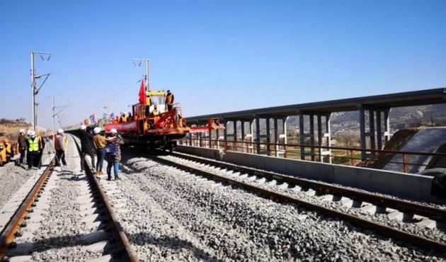 銀西鐵路甘寧段開始復工鋪軌