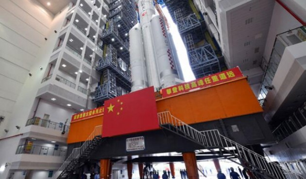 长征五号遥五运载火箭垂直转运至发射区 计划11月下旬择机发射嫦娥五号探测器