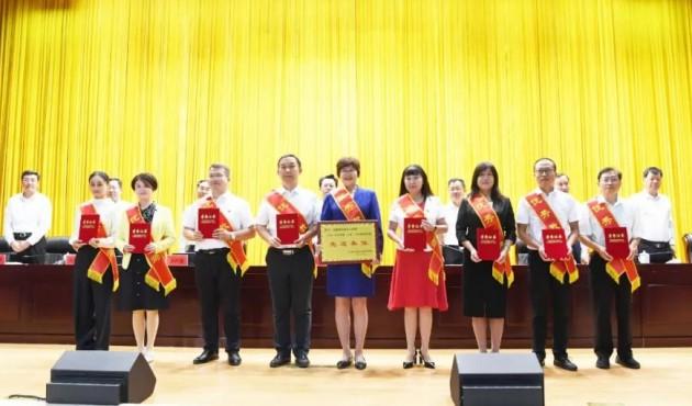 银川市召开庆祝第37个教师节表彰大会