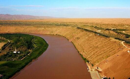沙坡头大漠长河