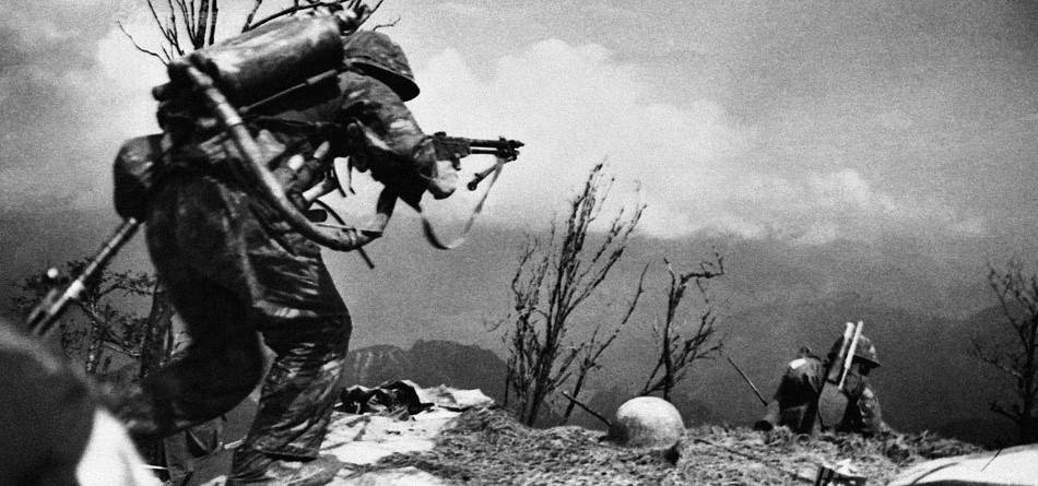 对越反击战烈士赵占英之母去世 扫墓照曾感动网友