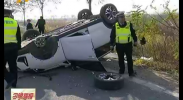 鸿胜出警:小轿车与大货车相撞 所幸无人员伤亡-2017年11月14日
