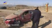 鸿胜出警:为避让他人 车辆翻进农田里-181214