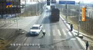 鸿胜出警:一学生横穿马路被撞伤-190325