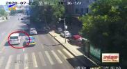 鸿胜出警:两车斗气引刮擦-20200728
